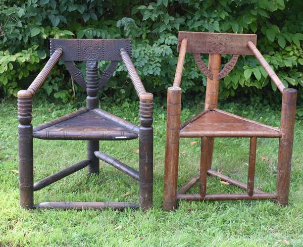 Two pilgrim style oak corner chairs - Nutting style (675-37)