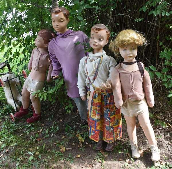 Four vintage manaquin dolls, 40.5