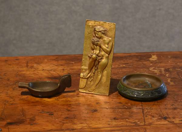 Heinz dish with a bronze horse ashtray and a bronze plaque (3 pcs)(44-24)