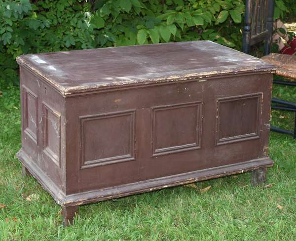 Early footed blanket box (675-63)