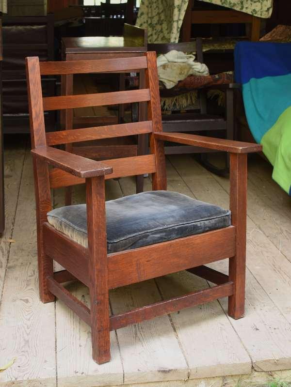 Arts & Crafts armchair (48-327)