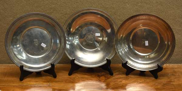 Three sterling dishes, approx. 22 T.oz (667-12)