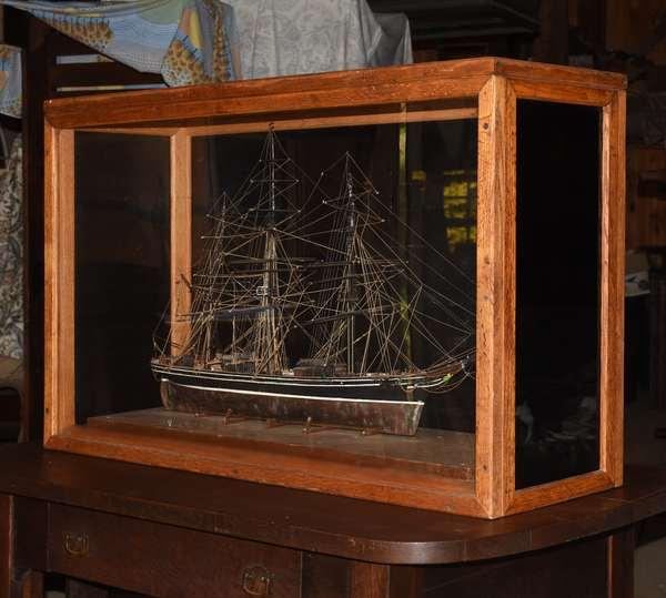Ship model in glass case (48-336)