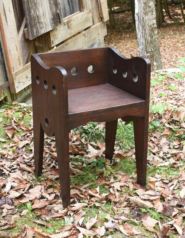 Limbert style seat (48-319)
