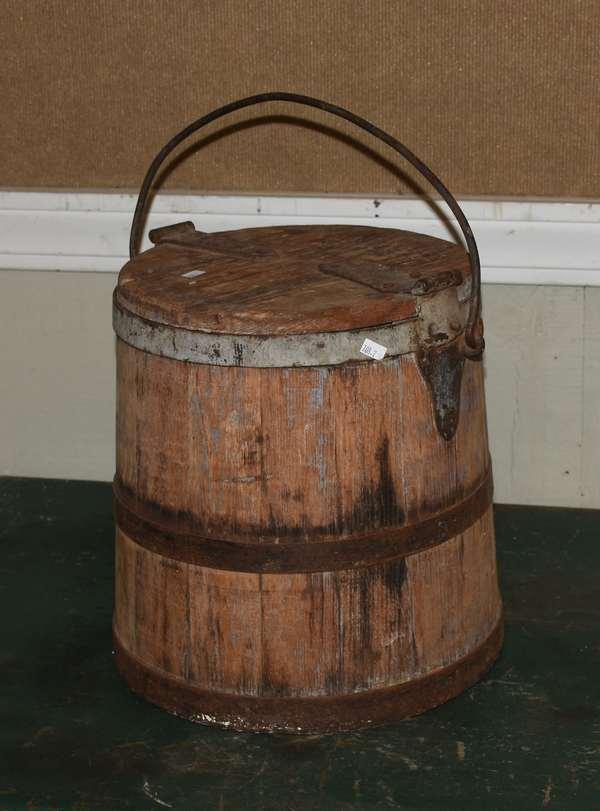Wooden bucket with handle (708-2)