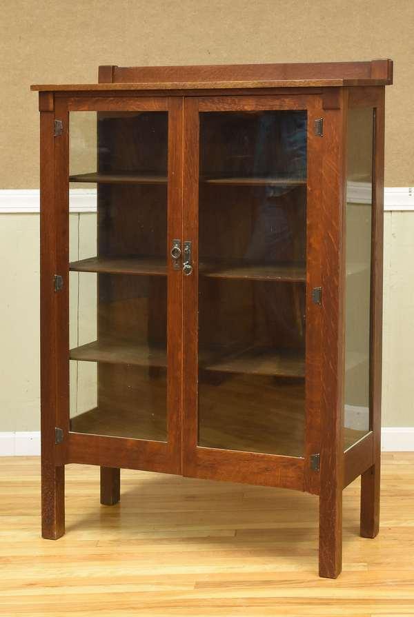 Oak china cabinet (516-8)