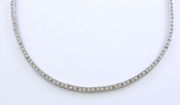 18k white gold and diamond necklace, 66 diamonds, approx. 2 ctw, 16