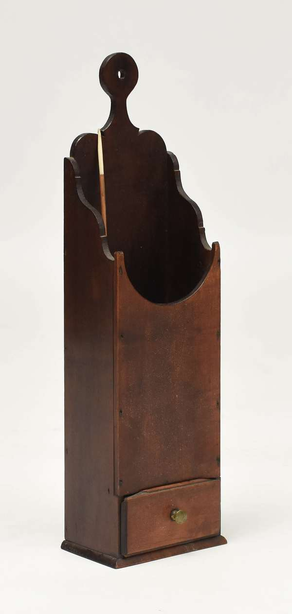 18th C. cherry pipe box with a dovetailed drawer and scrolled handle, old color, 20.5