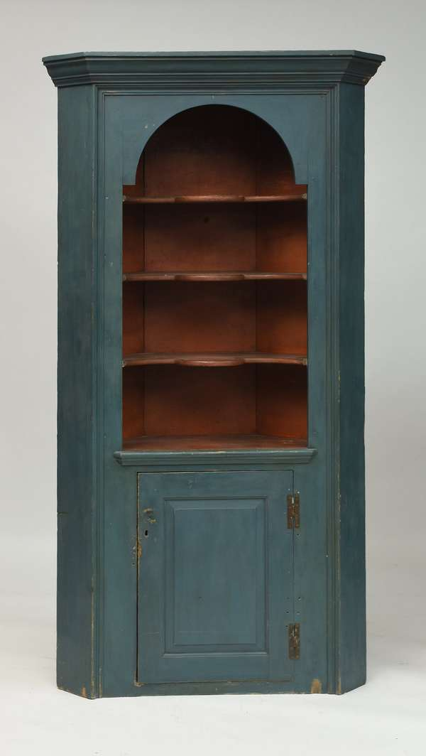 18th C. blue painted corner cupboard, open arched top with scalloped shelves, raised panel door with H hinges, 81.5