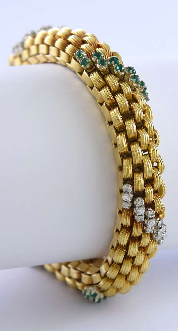 Tested 18k gold diamond and emerald round woven flexible link bracelet set with approximately 1.15 ct total weight single cut diamonds and approx. 1.0 ct total weight emeralds, 10.5 mm wide, 6.75