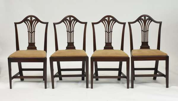 Set of four Federal side chairs with finely carved back splats