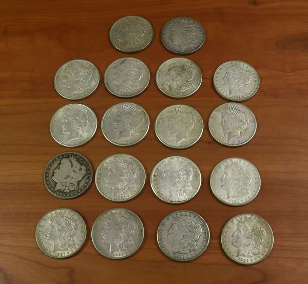 Ref 4: 18 assorted Morgan and Peace silver dollars (816-4)