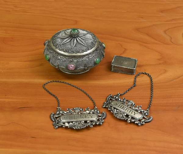 Silver accessories, two sterling liquor labels, a silver dresser box and pill box (44-177)