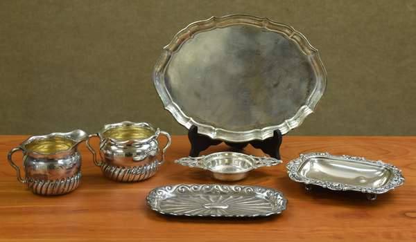 Six pieces of sterling tableware items, including creamer & sugar and a strainer, approx. 16.9 T.oz (44-178)