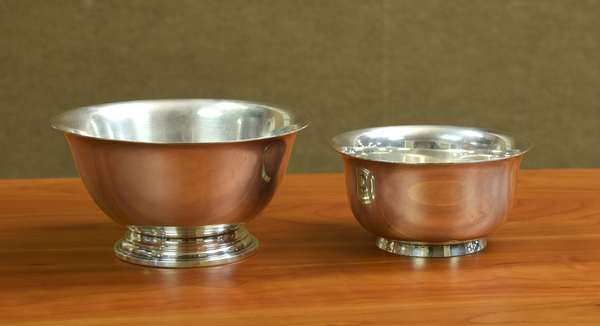 Two small sterling bowls, approx. 9.3 T.oz (605-204)