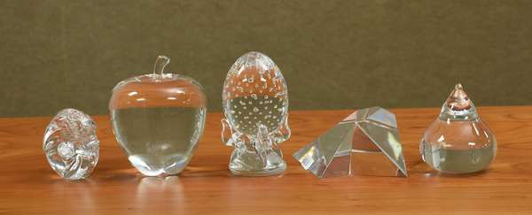 Five Steuben glass figures, shell, apple, dragon and two others, 2.5