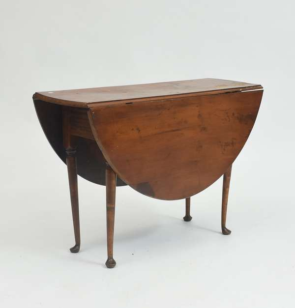 18th C. Queen Anne maple drop leaf table, ca.1760, with delicate legs, 26.5