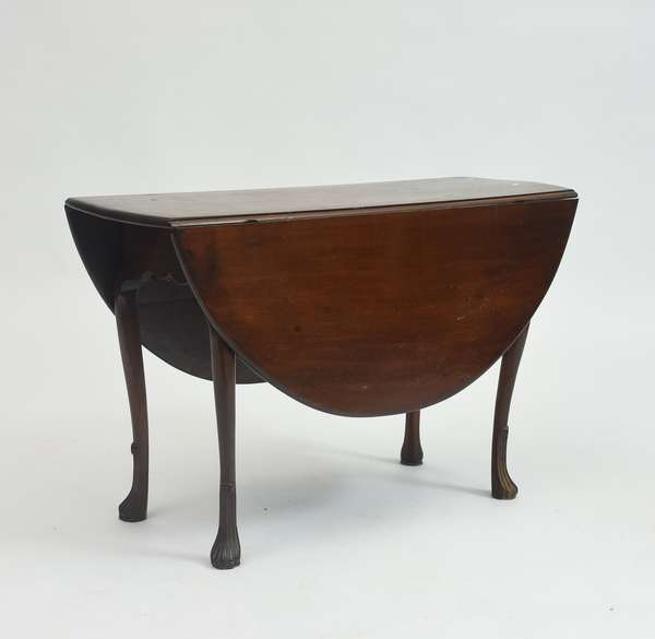 18th C. Queen Anne New England maple swing leg drop leaf table, unusual carved stocking feet, 44.25