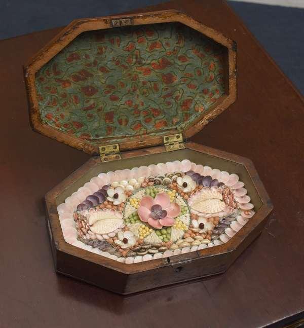 19th C. sailors valentine with hinged folding mahogany box, 8.25
