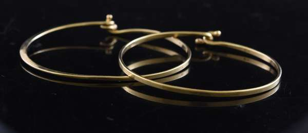 Ref 8 - Pair of 14k yellow gold bracelets (96-9)