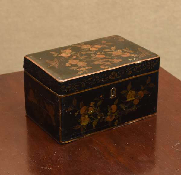 19th C. Export Chinoiserie decorated tea caddy, with key, 7