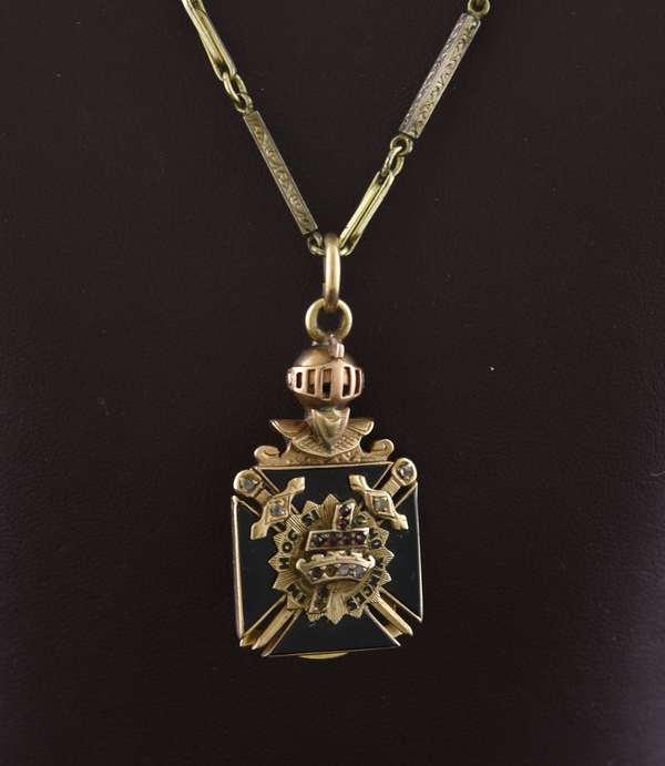 Ref 22 - 14k Masonic folding pendant 14k gold chain 17.4 grams total (96-23)