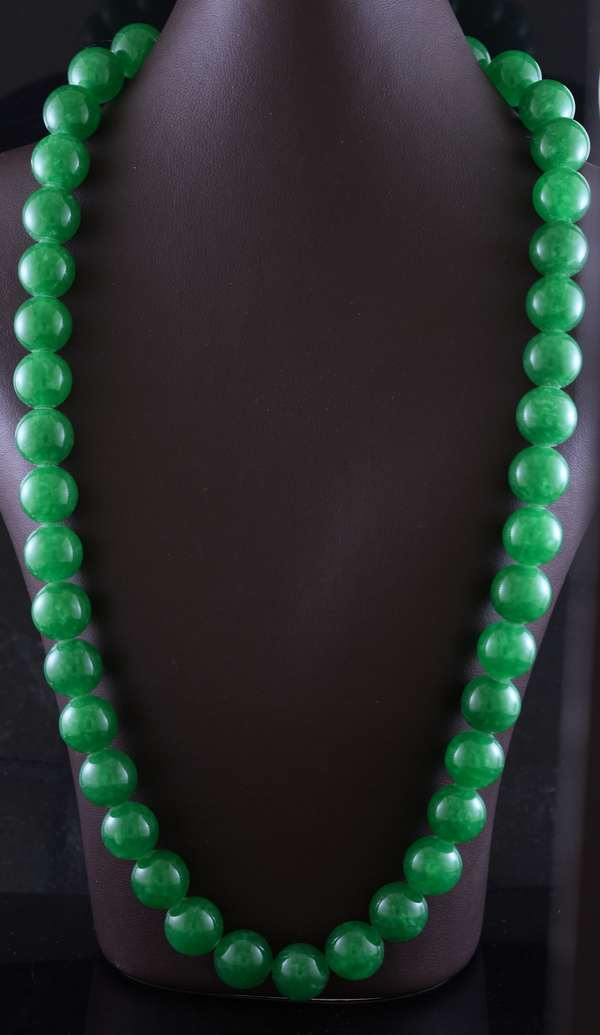 Ref 27 - Green jade necklace with 14k gold clasp 20