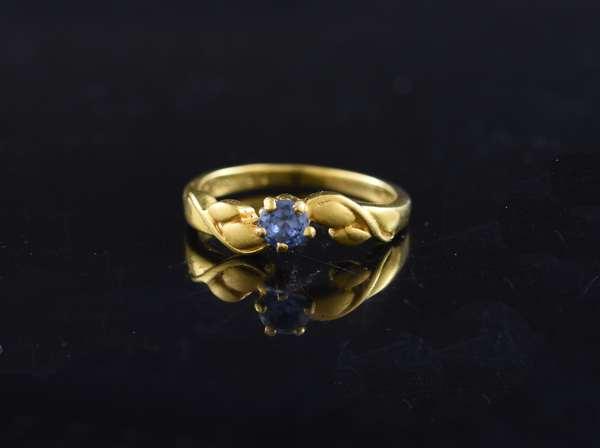 Ref 28 - 22k tanzanite ring (84-91)