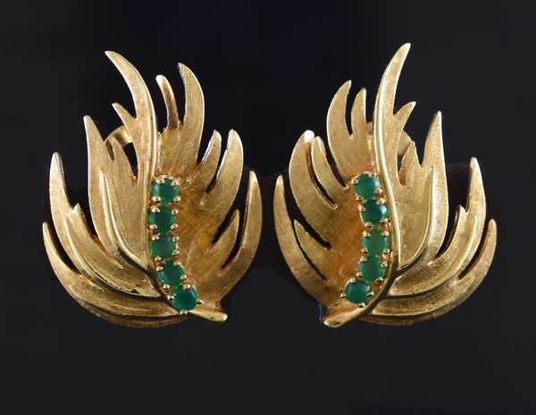 Ref 31 - Pair 14k yellow gold earrings, clips with emeralds (131-8)
