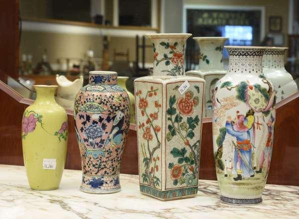 Four Chinese porcelain vases, 6.5