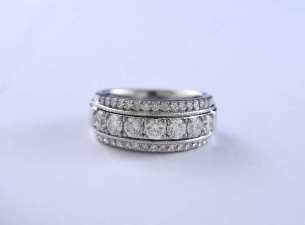 14k white gold signed LI diamond ring set with approx. 2 ctw of round brilliant cut diamonds, size 7, 6.5 grams