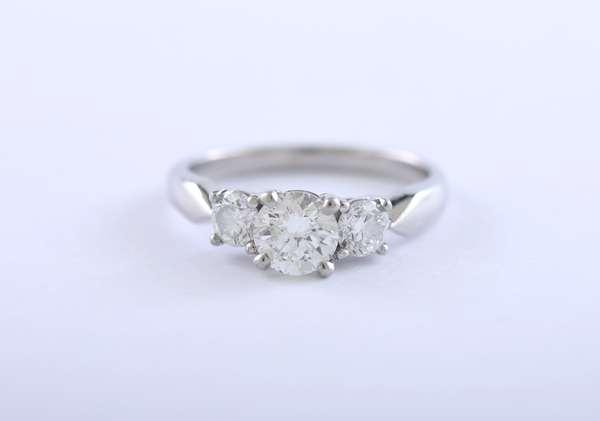 Ladies platinum three stone diamond engagement ring w/appraisal