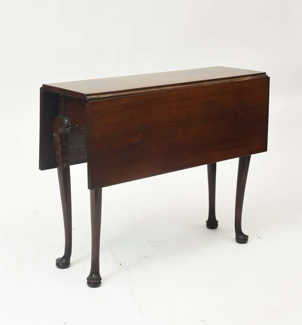 Small 18th C. MA Q.A. mahogany drop leaf tea table with cabriole leg on high pad foot, 28