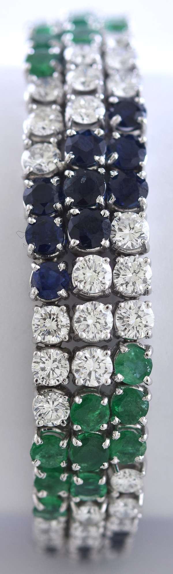 "18K white gold diamond, emerald and blue sapphire bracelet, 147 round brilliant cut stones, approx. 21 ctw., 7,25""L, 44.2 grams"