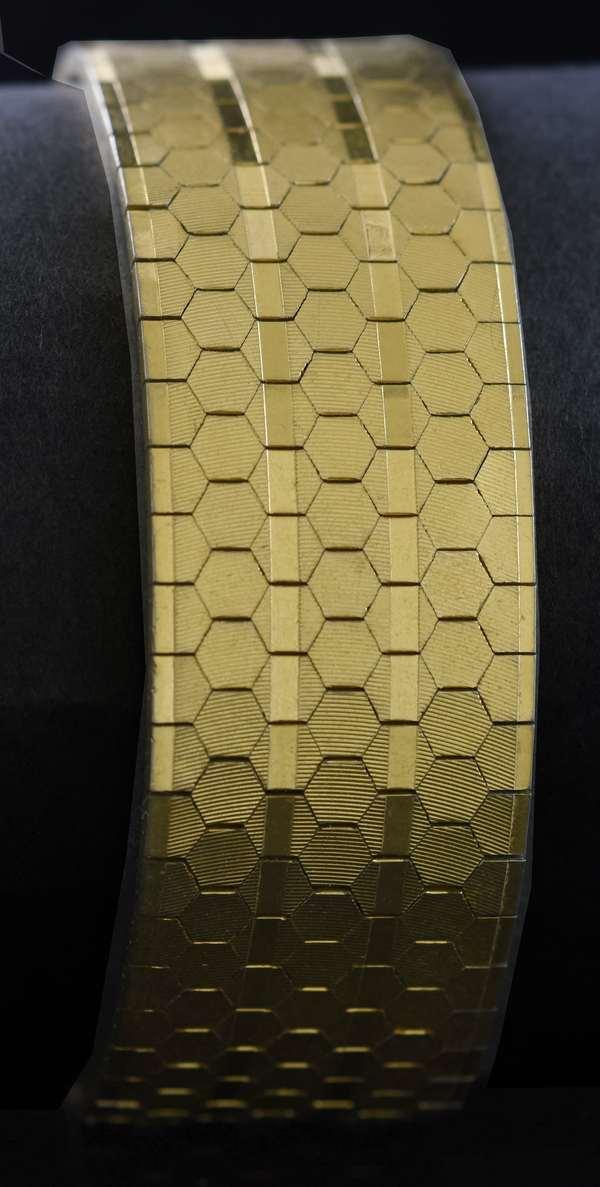 18kt yellow gold honeycomb link bracelet, 21 mm, 7 3/4 in. 53.2 grams.