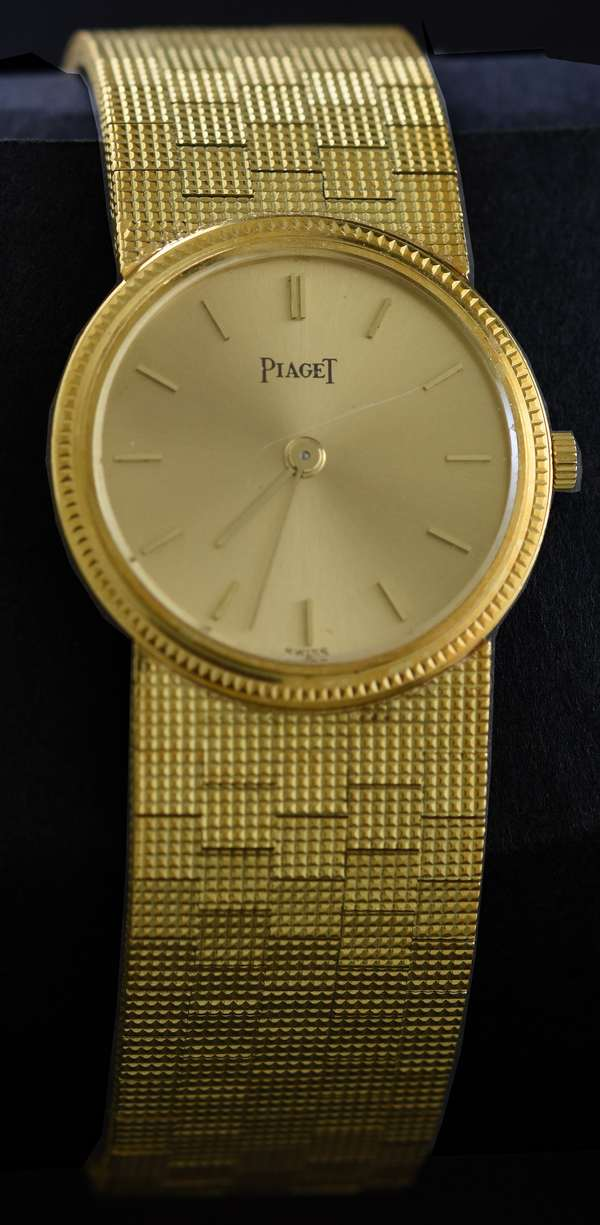 Ladies Piaget (5) wrist watch, stamped 750 or 18kt yellow gold, gold mesh strap, 24 mm, 56.0 grams