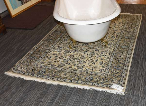 """Small Oriental scatter rug, Ivory field, 4'5"""" x 7'"""