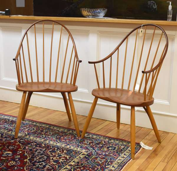 """Pair of Thomas Moser continuous arm Windsor chairs, 18""""H seat heigh, 41""""H overall"""