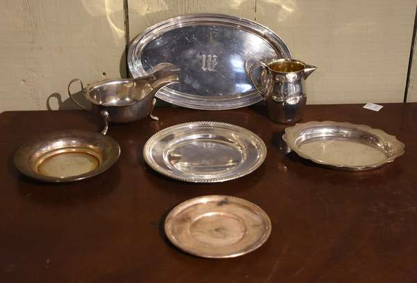 Sterling silver lot including two creamers, one oval dish and four small dishes, Reed & Barton and others, 7 pieces, approx. 21 toz