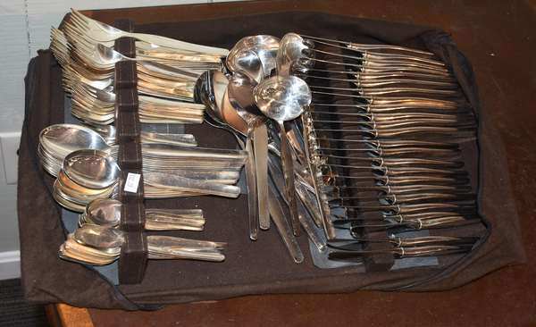 124-piece set of Finnish silver flatware, 916 standard, including serving pieces, approx. 92 toz weighable
