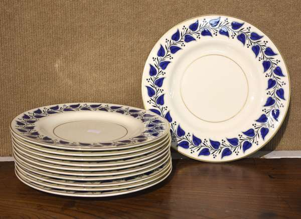 """Royal Doulton set of plates, """"Coventry"""" pattern, 9""""Dia., 11 pieces"""