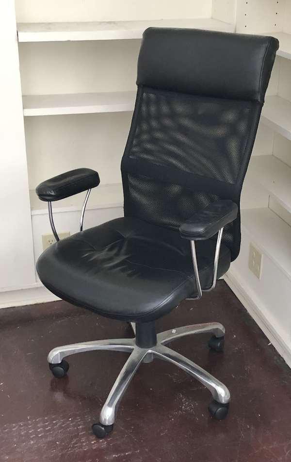 Black desk chair (6-7)