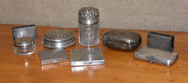 Box of silver hinged boxes, match safes, covered jars (44-384)