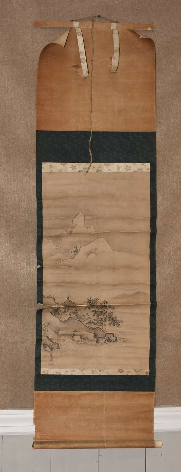 Japanese scroll in wooden box (895-11)