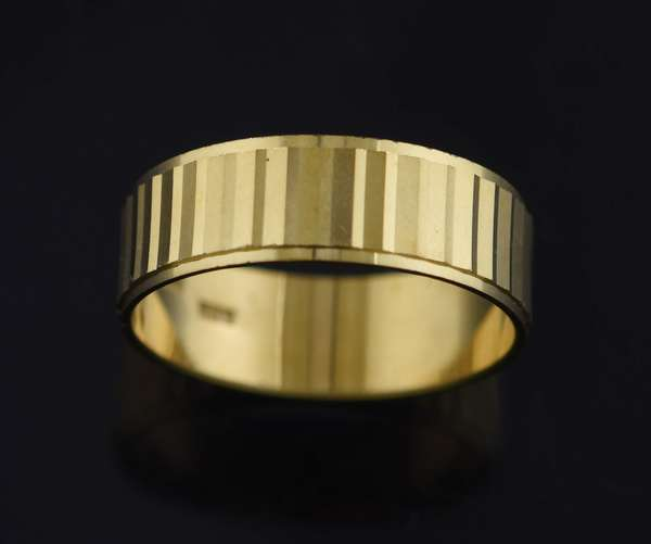 Jewelry - 18kt yellow gold 7 mm wide mirrored band, sz. 11, 5.5 grams. (875-37)