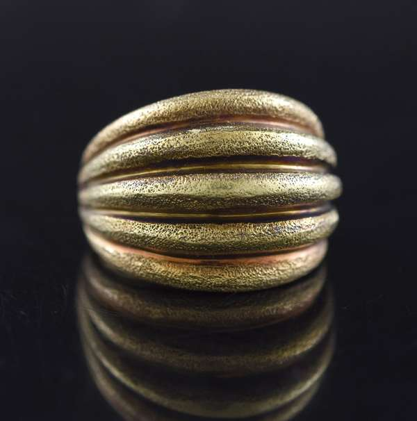 Jewelry - 14kt yellow gold grooved, domed ring, 13.3 gr. (875-42)