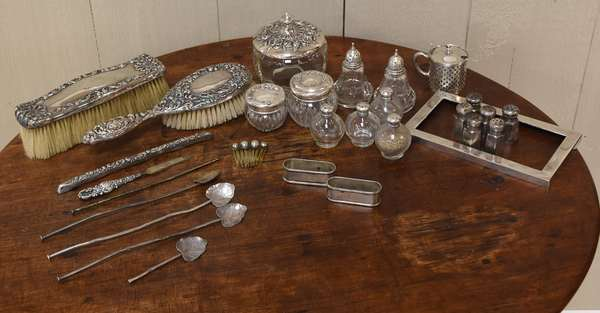 Sterling dresser lot, 28 pieces, including brushes, salts, iced tea spoons, etc. (77-199)