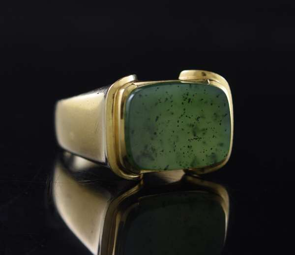 Jewelry - Gents 14kt yellow gold ring set with aventurine quartz (presumed to be, unable to test), 7.9 gr.(875-50)