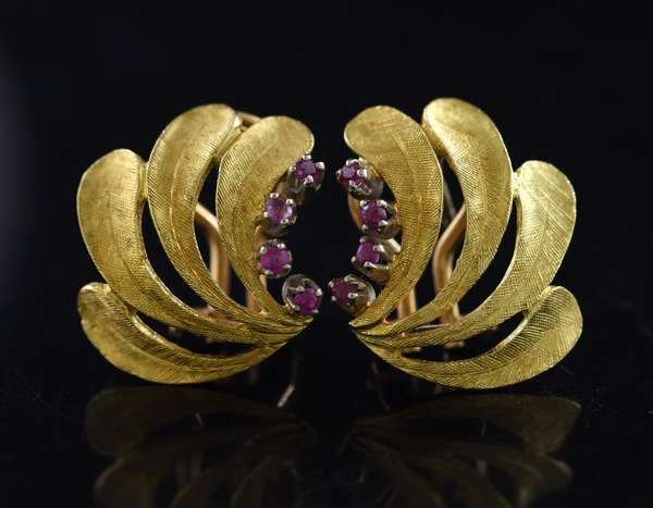 Jewelry - Stamped 750 or 18kt yellow gold earrings w/ .25 ct. tw. rubies , 7.5 grams (875-54)