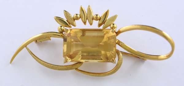 18kt yellow gold brooch set w/ 15 ct. citrine, 18.5 grams (875-59)